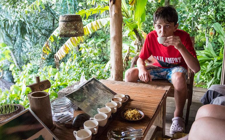 Návštěva kávové plantáže s ochutnávkou místních čajů a kávy.
