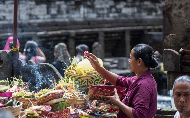 Spiritualita místních je dle mého pohledu udržuje v jistotě a spokojenosti